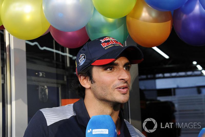 Carlos Sainz Jr., Scuderia Toro Rosso celebra su cumpleaños