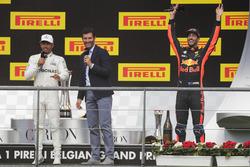 Podium : Mark Webber, Channel 4 F1, interviewe le vainqueur Lewis Hamilton, Mercedes AMG F1, alors que le troisième, Daniel Ricciardo, Red Bull Racing, fête son podium en fond