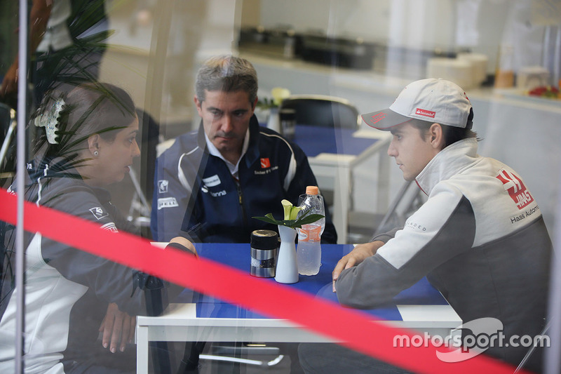 Monisha Kaltenborn, Sauber, Esteban Gutierrez, Haas F1 Team