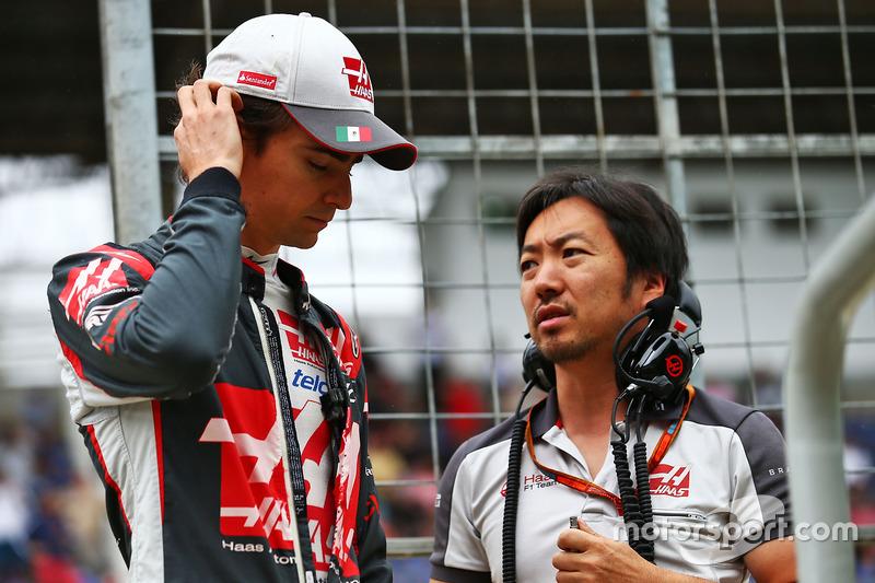 Esteban Gutiérrez, Haas F1 Team con Ayao Komatsu, Haas F1 Team Race