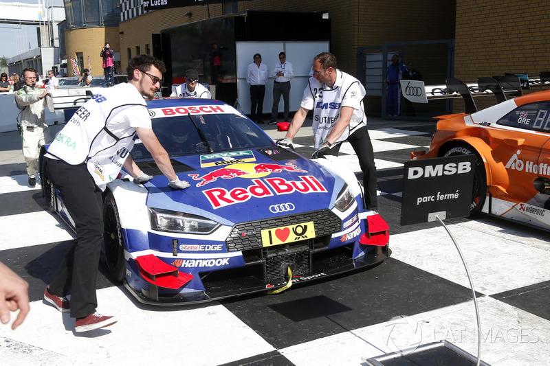 La voiture de Mattias Ekström, Audi Sport Team Abt Sportsline, Audi A5 DTM arrive au parc ferme