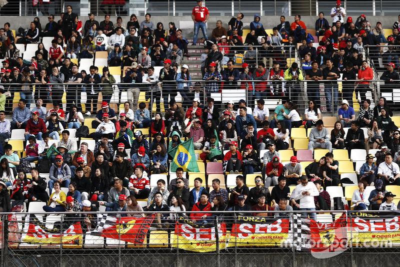 Support for Ferrari in the grandstands