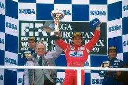 Podium: winner Ayrton Senna, McLaren MP4/8 Ford, second place Damon Hill, Williams FW15C Renault, th