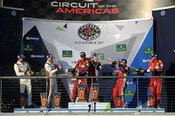 GTE-Pro-Podium: 1. James Calado, Alessandro Pier Guidi, AF Corse; 2. Michael Christensen, Kevin Estr