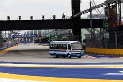 Un bus en piste