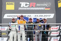 Podium: 1. Josh Files, Target Competition, Honda Civic Type R-TCR, 2. Max Hofer, Prosport Performance, Audi RS3 LMS, 3. Niels Langeveld, Racing One, Audi RS3 LMS, Bester Rookie Luca Engstler, Liqui Moly Team Engstler, VW Golf GTI TCR