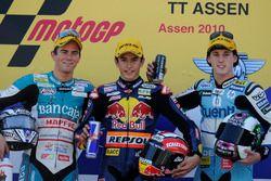 Podio: segundo lugar Nicolás Terol, ganador de la carrera Marc Márquez, tercer lugar Pol Espargaró