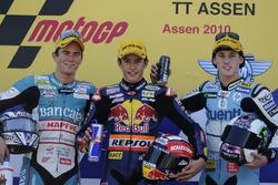Podio: il secondo classificato Nicolás Terol, il vincitore della gara Marc Marquez, il terzo classif