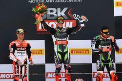 Podio: il vincitore Jonathan Rea, Kawasaki Racing, il secondo classificato Marco Melandri, Ducati Team, il terzo classificato Tom Sykes, Kawasaki Racing