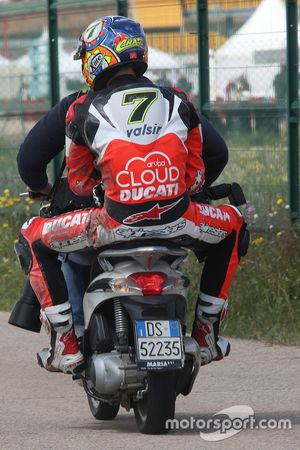 Chaz Davies, Ducati Team gets a ride back after the race