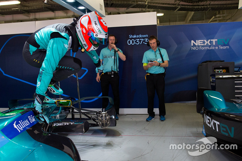 Nelson piquet jr nextev tcr formula e team jumps from for Garage team city