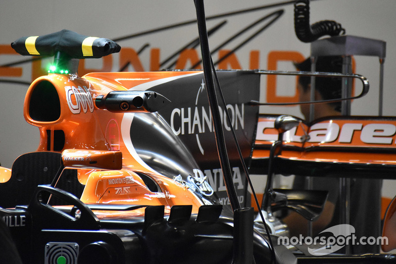 """迈凯伦MCL32赛车""""T""""字翼细节图"""