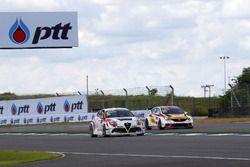 Давит Каджая, GE-Force, Alfa Romeo Giulietta TCR, и Мато Хомола, DG Sport Compétition, Opel Astra TC