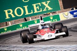 Mika Häkkinen guida una McLaren classica