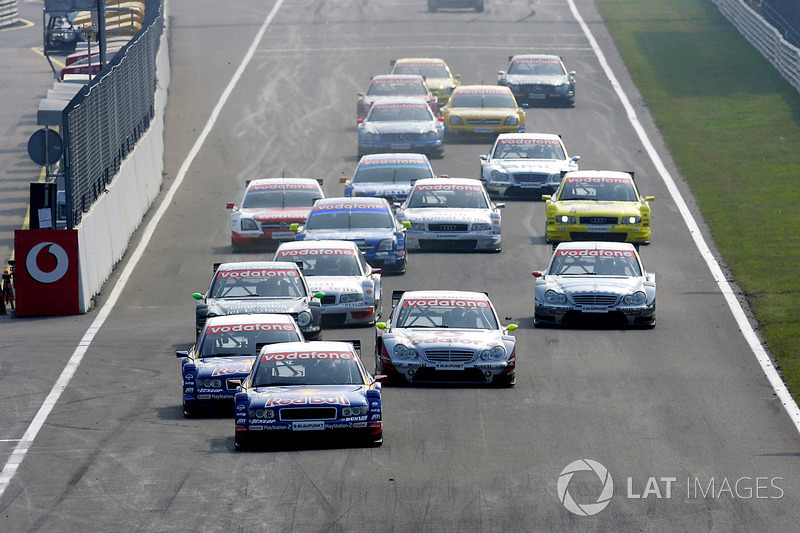 Mattias Ekstrom, Abt Sportsline Audi A4, lidera el pelotón