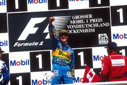 Podium: Racewinnaar Michael Schumacher, Benetton Renault, tweede plaats David Coulthard, Williams Renault
