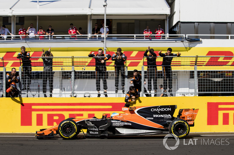Na Hungria, em um circuito que minimiza a deficiência do motor, a McLaren pontuou com seus dois carros: Alonso foi sexto e Vandoorne o décimo.