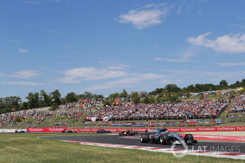 Valtteri Bottas, Mercedes AMG F1 W08, Max Verstappen, Red Bull Racing RB13, Lewis Hamilton, Mercedes AMG F1 W08, Carlos Sainz Jr., Scuderia Toro Rosso STR12, Fernando Alonso, McLaren MCL32, at the start