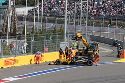 Jolyon Palmer, Renault Sport F1 Team RS17, Romain Grosjean, Haas F1 Team VF-17 crashed on lap one