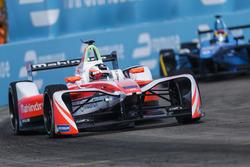 Felix Rosenqvist, Mahindra Racing, leadsSébastien Buemi, Renault e.Dams