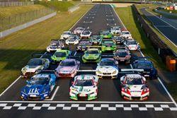 Gruppenfoto: Autos der GT-Masters-Saison 2017