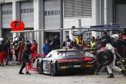 Pit stop, #9 Audi Sport Team WRT, Audi R8 LMS: Nico Müller, Frederic Vervisch