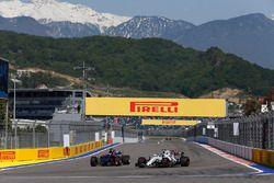 Daniil Kvyat, Scuderia Toro Rosso STR12; Lance Stroll, Williams FW40