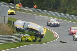 Unfall Kevin Estre, Matteo Cairoli, Manthey Racing, Porsche 911 GT3-R, Reiner Thomas, Manfred Schmitz, BMW 318is