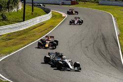 Lewis Hamilton, Mercedes AMG F1 W08, Max Verstappen, Red Bull Racing RB13, Esteban Ocon, Sahara Force India F1 VJM10