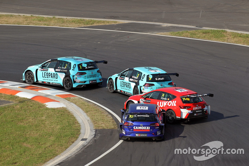 Jean-Karl Vernay, Leopard Racing Team WRT, Volkswagen Golf GTi TCR, Rob Huff, Leopard Racing Team WRT, Volkswagen Golf GTi TCR, Pepe Oriola, Lukoil Craft-Bamboo Racing, SEAT León TCR, Gianni Morbidelli, West Coast Racing, Volkswagen Golf GTi TCR