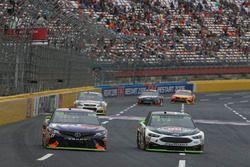 Kevin Harvick, Stewart-Haas Racing Ford Denny Hamlin, Joe Gibbs Racing Toyota