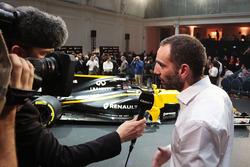 Cyril Abiteboul, Renault Sport F1 Managing Director met de media