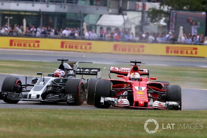 Sebastian Vettel, Ferrari SF70H, con un pinchazo