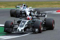 Ромен Грожан, Haas F1 Team VF-17, и Лэнс Стролл, Williams FW40
