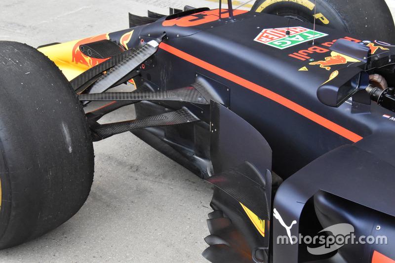 Red Bull Racing RB13, paletas volteadas