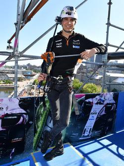 Esteban Ocon, Sahara Force India F1 en un evento de Hype Energy Drink