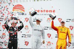 Podium : le vainqueur Juan Pablo Montoya, Team Penske Chevrolet, le deuxième, Simon Pagenaud, Team Penske Chevrolet, le troisième, Ryan Hunter-Reay, Andretti Autosport Honda