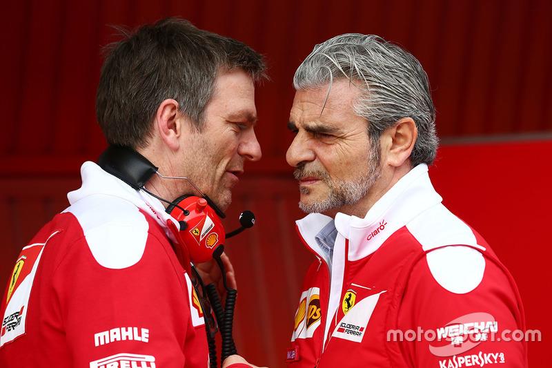 James Allison, Director de técnico de chasis de Ferrari con Maurizio Arrivabene, director del equipo
