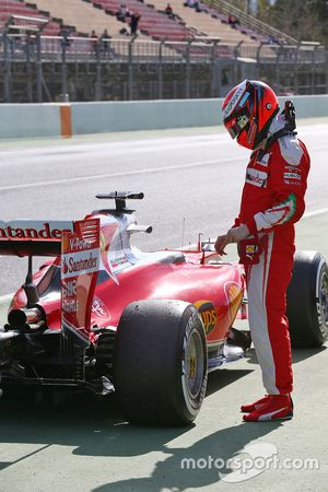 Kimi Raikkonen, Ferrari SF16-H se detiene al final del pit lane