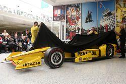 Helio Castroneves, Team Penske Chevrolet revela el Pennzoil livery para la Indy 500 #100