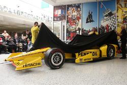 Helio Castroneves, Team Penske Chevrolet présente la livrée Pennzoil pour la 100e édition des 500 Miles d'Indianapolis