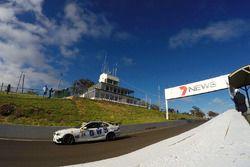 #28 On Track Motorsport, BMW 335i: Jake Williams, Will Cauchi, David Cox, Ric Shaw