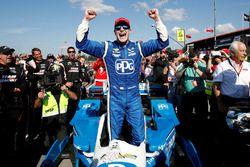 Le vainqueur Josef Newgarden, Team Penske Chevrolet
