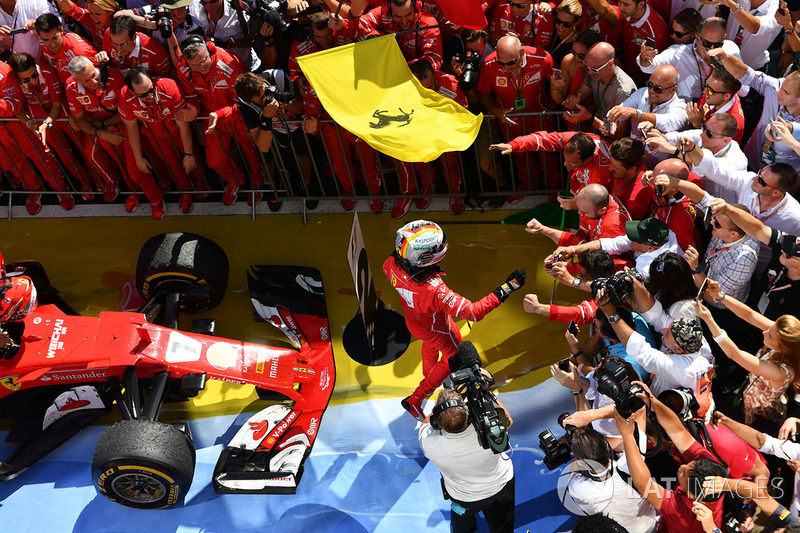 Il vincitore della gara Sebastian Vettel, Ferrari SF70-H