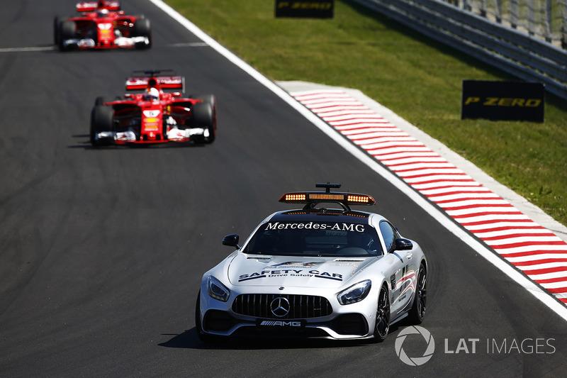 Coche de seguridad al frente de Sebastian Vettel, Ferrari SF70H, Kimi Raikkonen, Ferrari SF70H