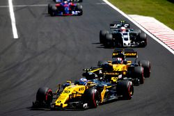 Jolyon Palmer, Renault Sport F1 Team RS17, Nico Hulkenberg, Renault Sport F1 Team RS17, Kevin Magnus