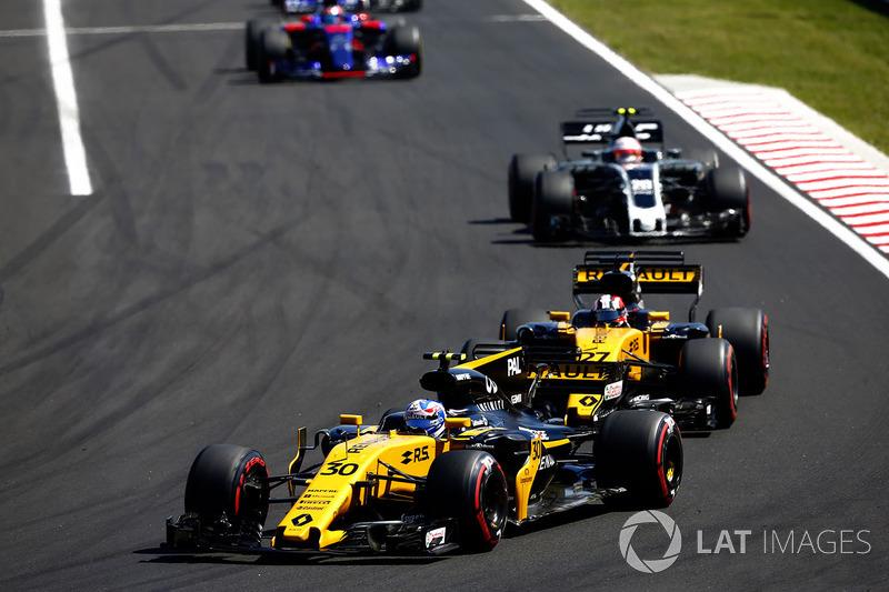 Jolyon Palmer, Renault Sport F1 Team RS17, Nico Hulkenberg, Renault Sport F1 Team RS17, Kevin Magnussen, Haas F1 Team VF-17