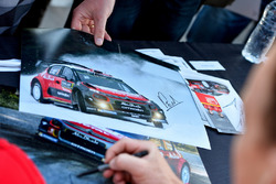 Kris Meeke, Citroën World Rally Team autograph cards