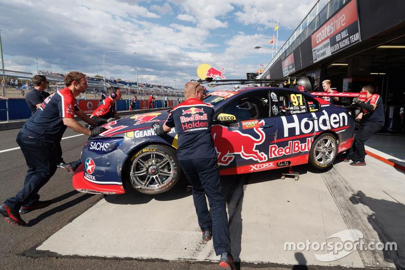 Машина Шейна ван Гисбергена после аварии, Triple Eight Race Engineering Holden