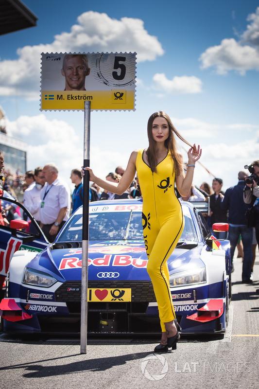 La grid girl di Mattias Ekström, Audi Sport Team Abt Sportsline, Audi A5 DTM
